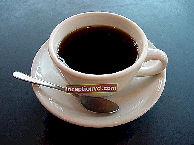 Por que o café é bebido com água
